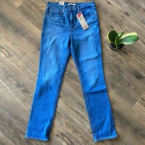 NWT Levi's 724 High Rise - straight leg. Size 31